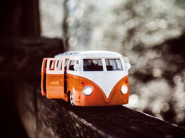 Hotwheels Volkswagen Bus Classic Tan Combo
