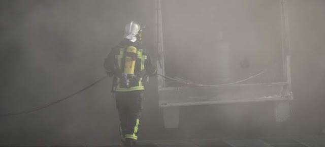 Η μάχη των πυροσβεστών με τις φλόγες στο «Ελευθέριος Βενιζέλος» (βίντεο)