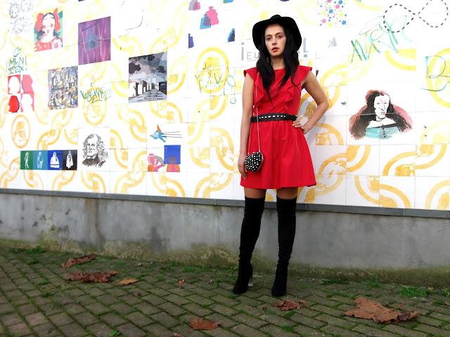 fashion, moda, look, outfit, blog, blogger, walking, penny, lane, streetstyle, style, estilo, trendy, rock, boho, chic, cool, casual, ropa, cloth, garment, inspiration, fashionblogger, art, photo, photograph, Avilés, oviedo, gijón, asturias, dress, vestido, rojo, botas, boots, hat,sombrero,
