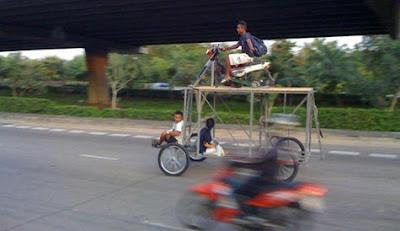 sepeda motor panggung