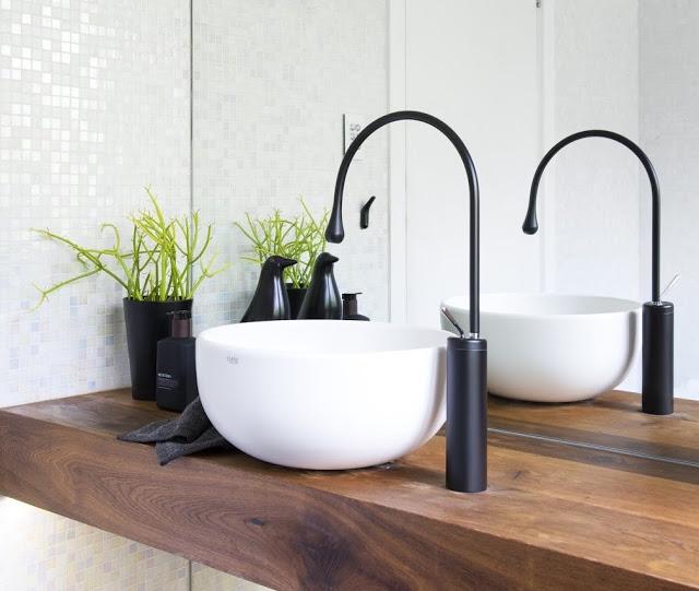 Nowoczesna łazienka z okrągłą umywalką