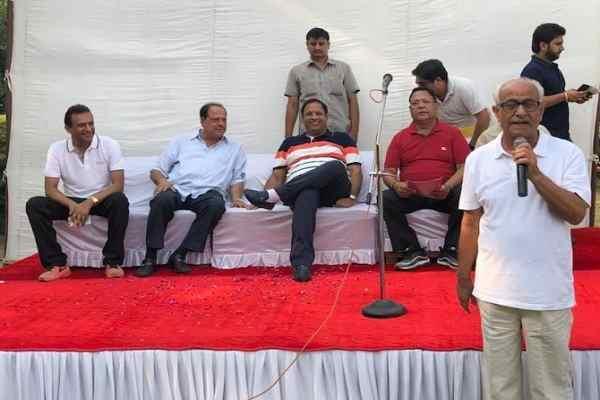 cabinet-minister-vipul-goyal-ne-sector-14-me-lagaya-janta-darbaar