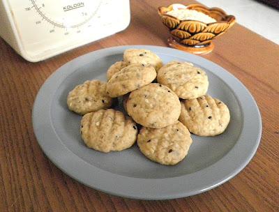 Banana Butter Cookies (Eggless) Recipe @ treatntrick.blogspot.com