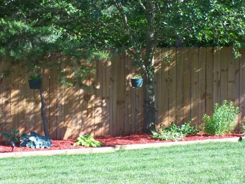 Small Backyard Fence Decor Ideas