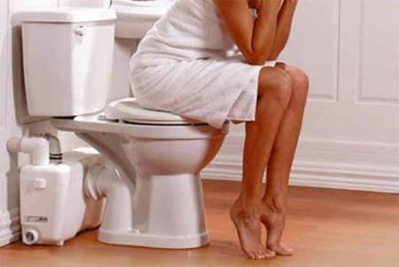 Tư thế ngồi vệ sinh cho người bị trĩ