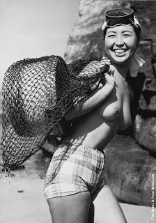 http://yoipodo.blogspot.com/2011/07/fisherwomen.html
