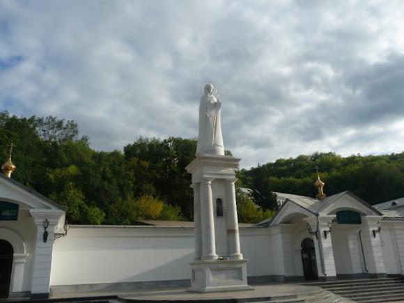Святогірська Свято-Успенська Лавра. Скульптура Богородиці