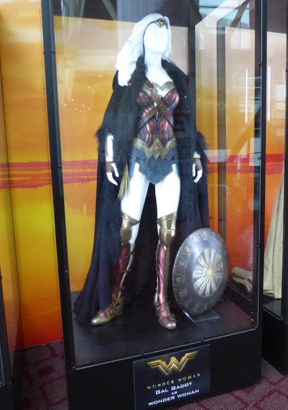 Gal Gadot Wonder Woman movie costume