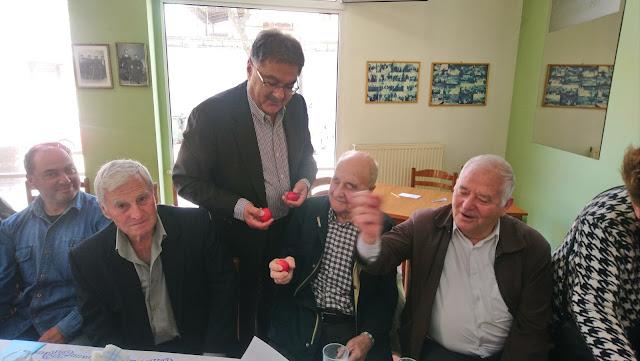 Τσουγκρίσαμε αβγά με τα μέλη του ΚΑΠΗ Επανομής
