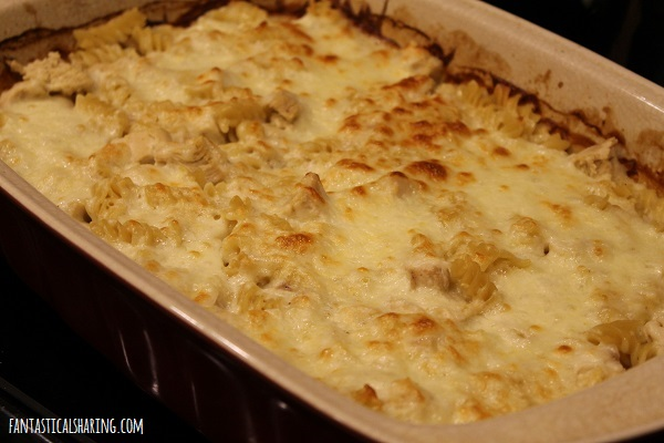 Dump-and-Bake Chicken Alfredo Casserole #recipe #casserole #chicken #alfredo #onepan