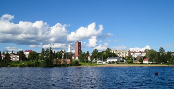 iisalmen uimaranta ranta-alue rantanäkymä järvi kaupunki rannalla
