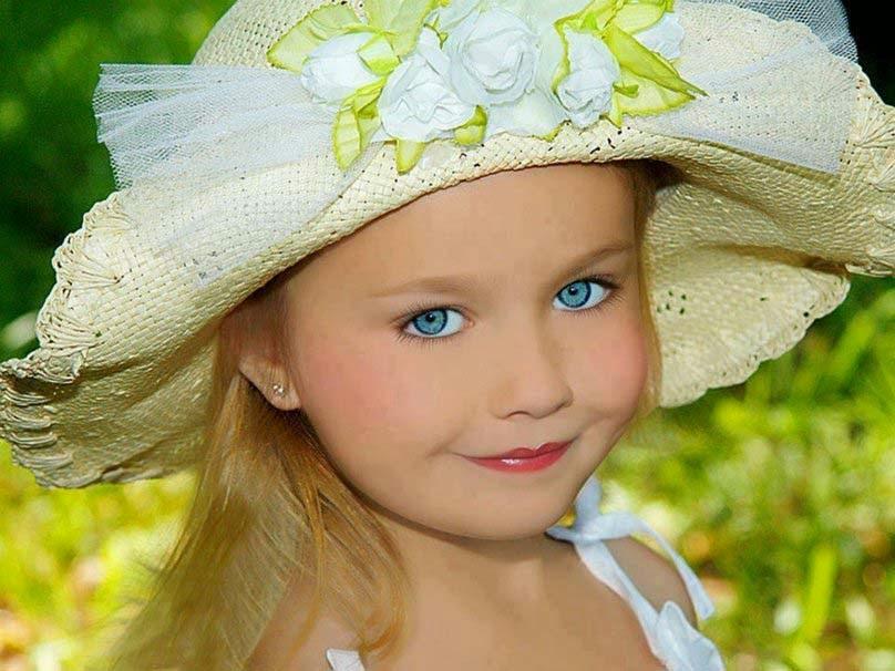 Amanzing gülümseyen-küçük-kız-hd
