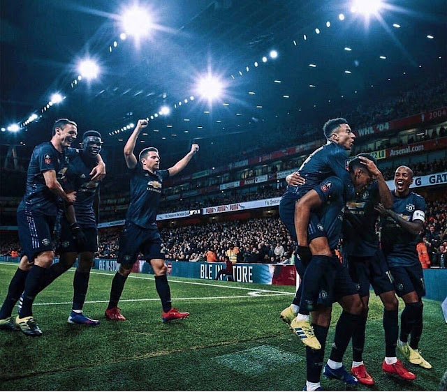 Manchester United players celebrate goal against Arsenal in 3-1 away win at the Emirates in the FA Cup