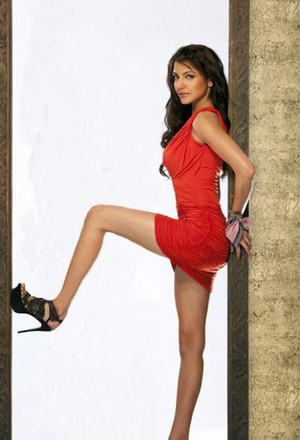 Bikini TM: Anushka Sharma Hot Wallpapers