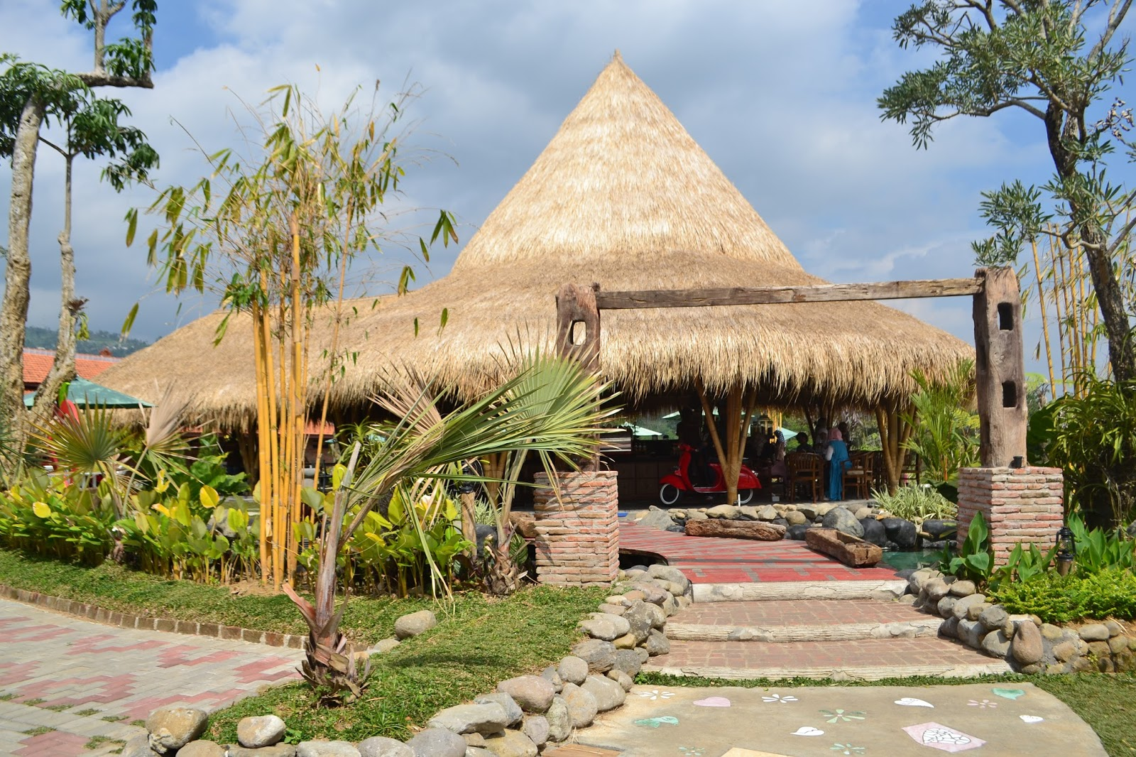 bali ndeso kata yang berasal dari bahasa jawa mempunyai arti kembali ke desa ini digunakan oleh sebuah tempat wisata kuliner berkonsep resto