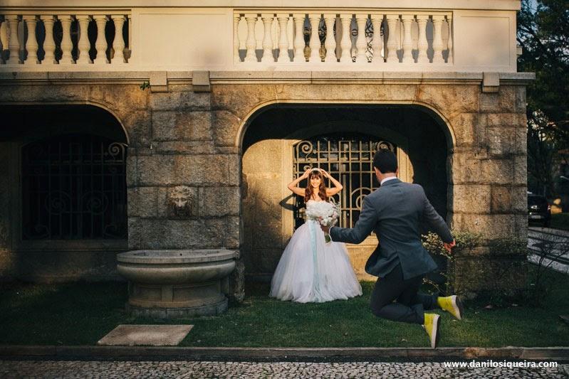 noiva - tiara - palacio dos cedros - ensaio noivos - book externo - fotos externas - casamento azul amarelo - noivos divertidos