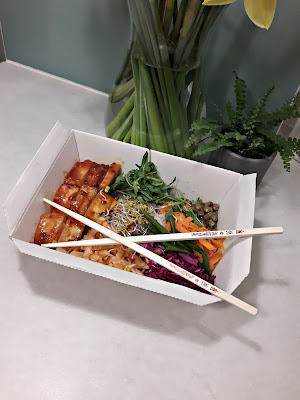 Bibimbap z koreańskiego baru Oriental Spoon, recenzja na blogu Chinguui blog