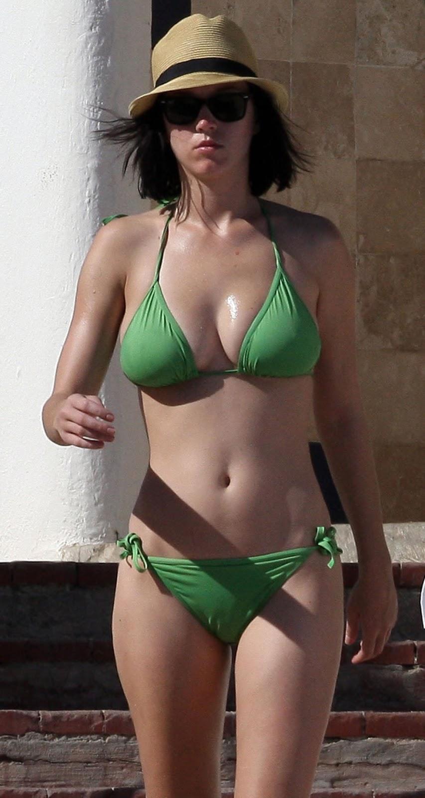 Have bikini boob cleavage apologise