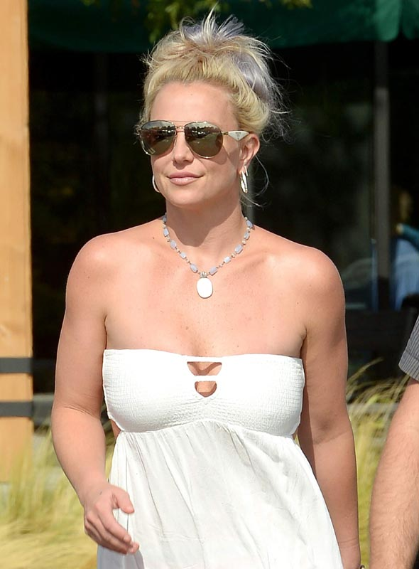 Britney Spears latest out candids in Los Angeles (Oct. 12