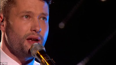 Drama Calum Scott saat Membawakan Lagu Dancing on My Own