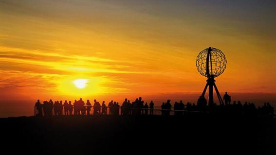 Sol de medianoche en cabo norte. Noruega