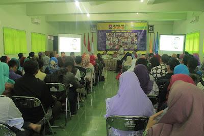 Sekolah Literasi: Strategi Membunuh Manusia Kopong