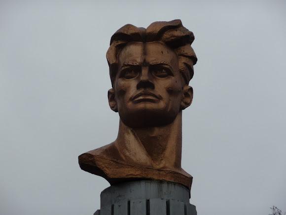 Селидово. Памятник В. В. Маяковскому