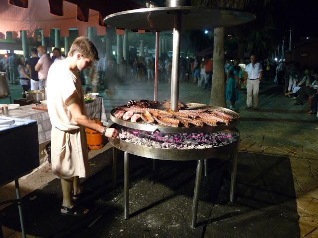 Историческая реконструкция в Бланесе. Поздно вечером можно было попробовать римскую кухню.