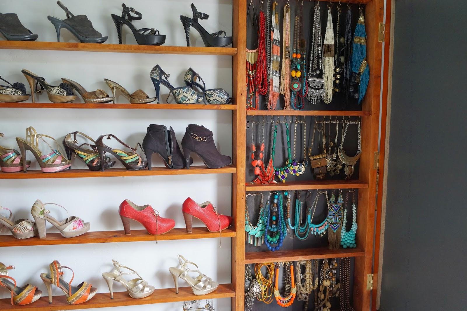 Decoraci n casa rural ideas para construir un vestidor low cost - Almacenaje zapatos ...