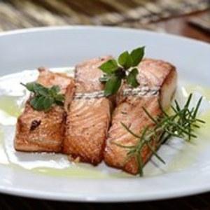 ¿Por qué es bueno incluir pescados grasos en tu dieta?
