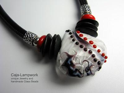 Detail: Kette mit großer Lampwork Perle