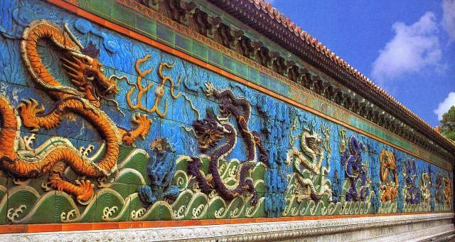 Neun Drachen Wand im Kaiserpalast (CC) Seebeer Wikipedia