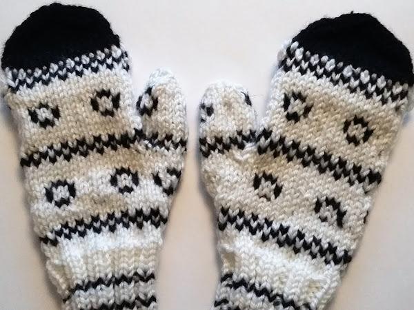 Läppälapaset ja lapasia Eeva Haaviston kirjasta - Mittens with a flap and traditional mittens