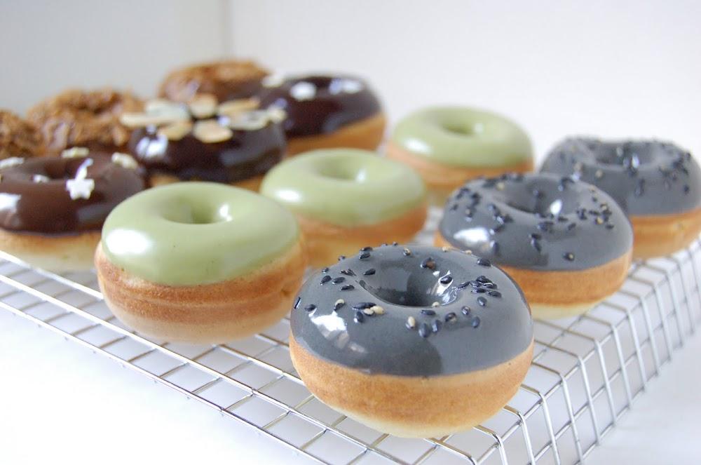 des donuts maison pas gras pour mardi gras les bonheurs. Black Bedroom Furniture Sets. Home Design Ideas