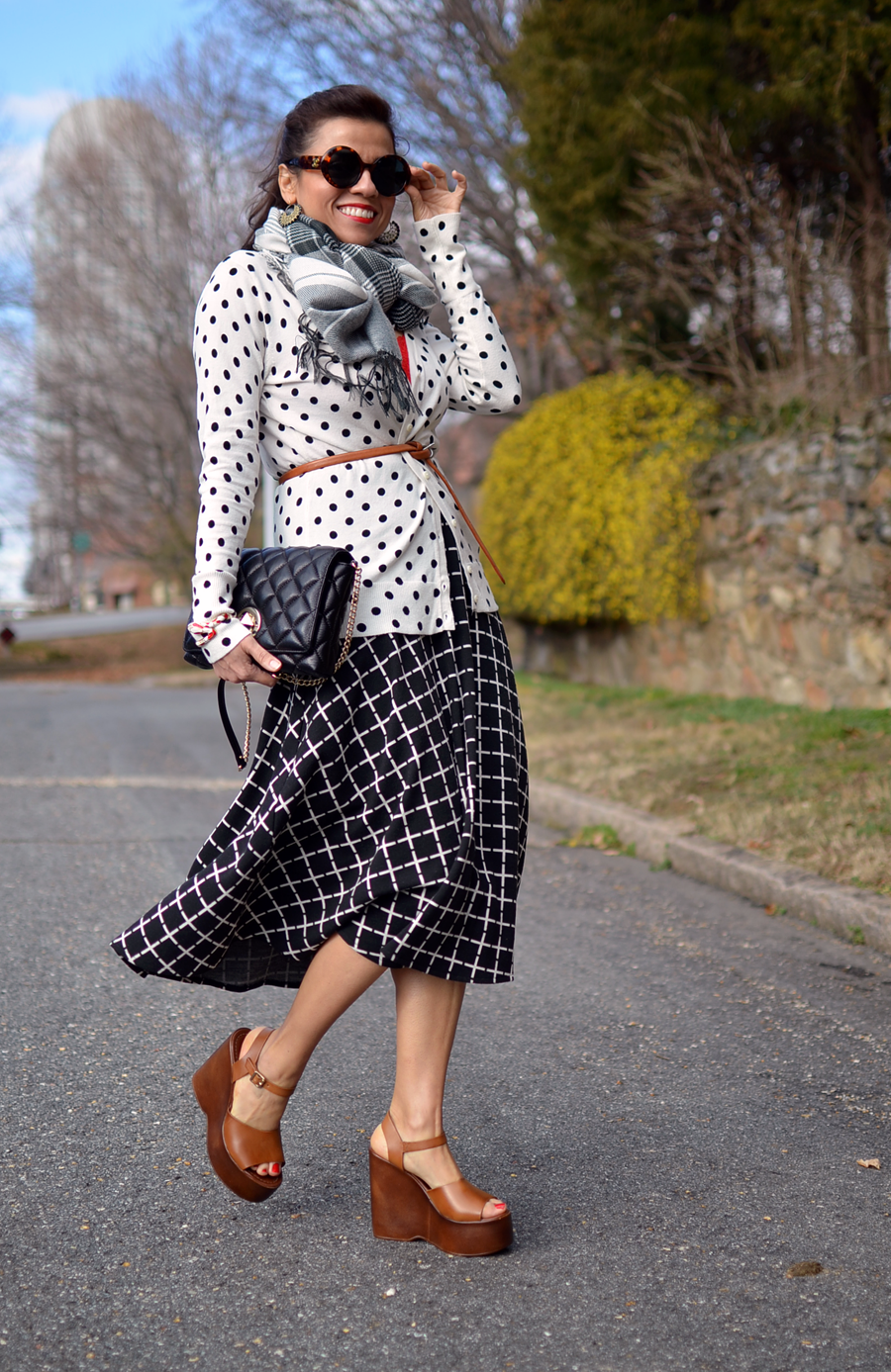 Outfit with polka dots and plaid