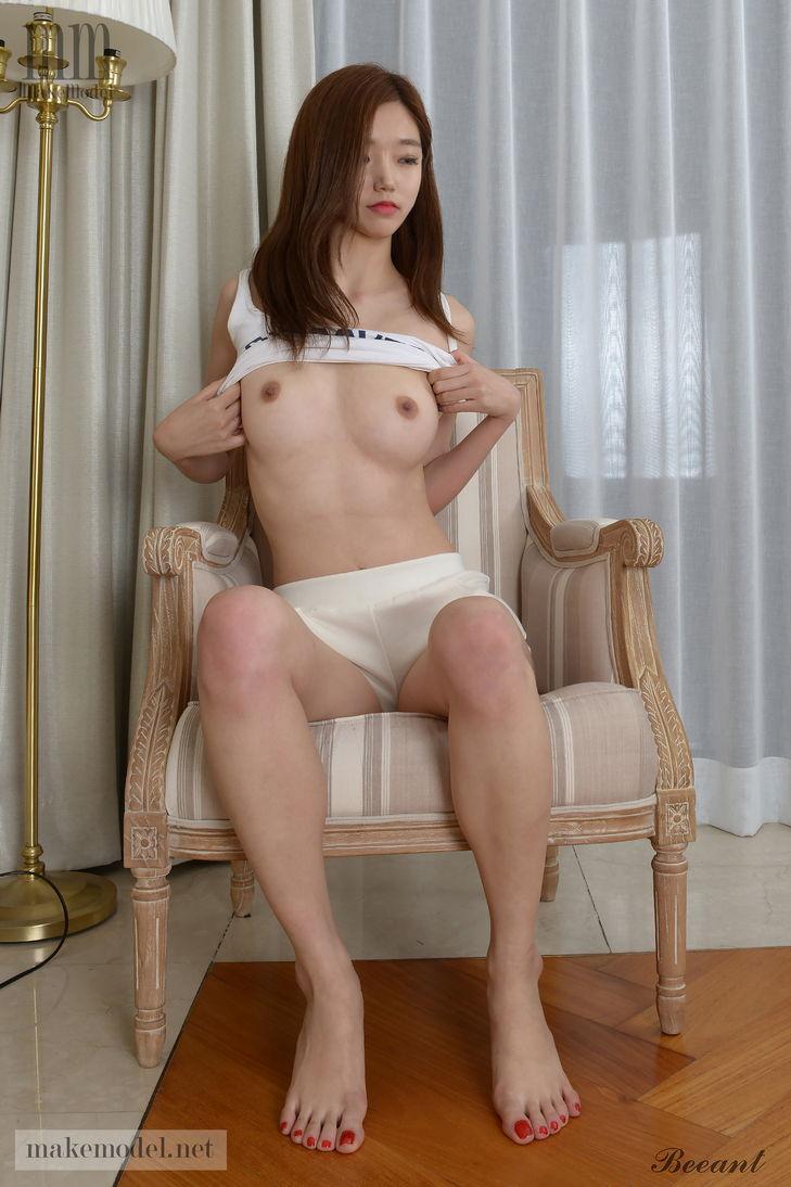 foto bugil model porno korea toket cilik dayeong,cewek korea mulus pose seksi dikursi pamer memek