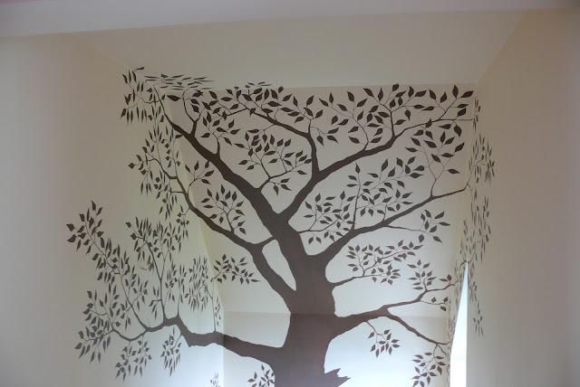 Malowanie drzewa na ścianie