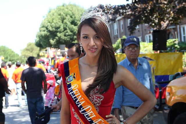 Imagen de una hermosa reina ecuatoriana en el desfile ecuatoriano NYC  - REINA DEL ECUADOR