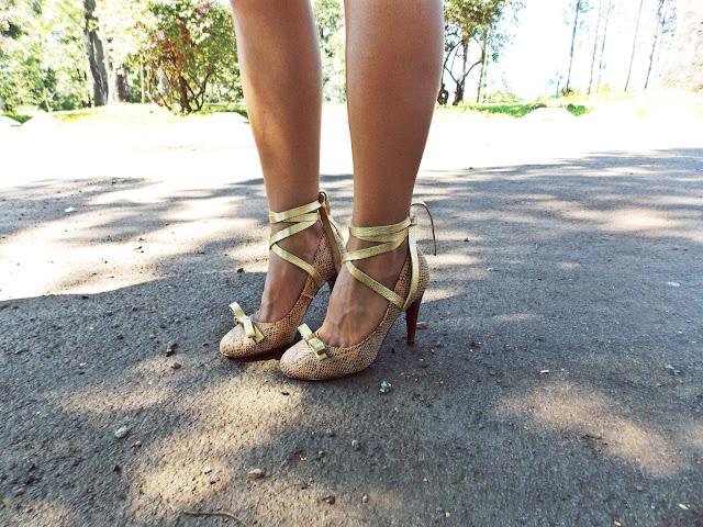 sapato dourado, scarpin dourado, amarração no tornozelo, sapato boneca, gleikka, gleika