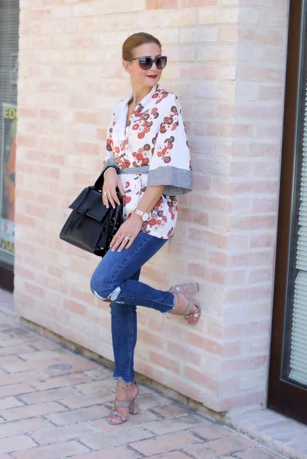 How to style a kimono top: Malloni bag, Le Silla shoes on Fashion and Cookies fashion blog, fashion blogger style