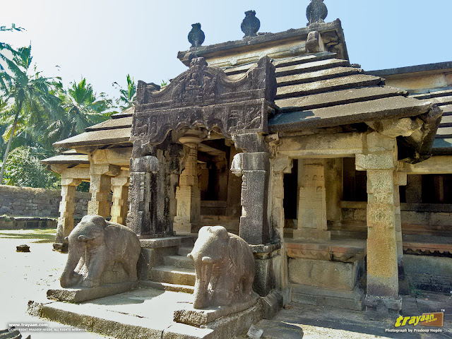 A closer look at the ornate entranceway to the front porch of the Neminatha temple of Varanga