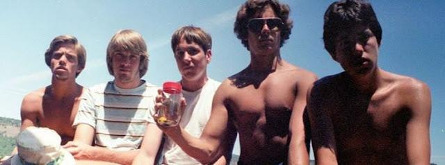 Amigos se tomaron foto cada 5 años durante más de 3 décadas