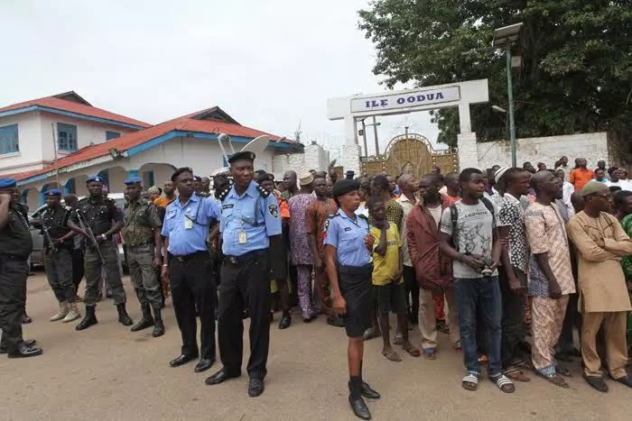 ogboni cultists attack ooni burial