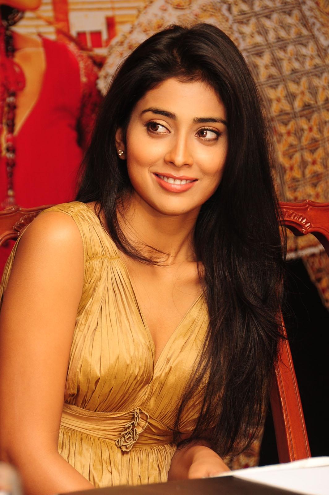 High Quality Bollywood Celebrity Pictures: Shriya Saran