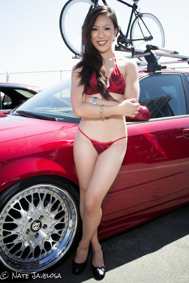 Auto show bikini models commit error