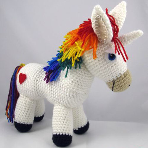 Rainbow Unicorn Amigurumi - Free Pattern