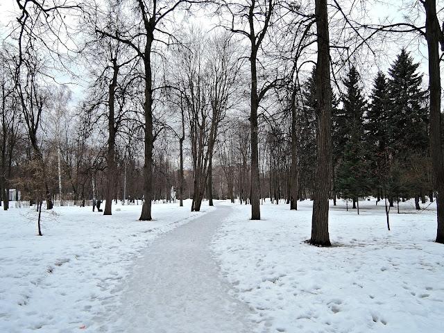Парк возле кинотеатра «Ленинград»