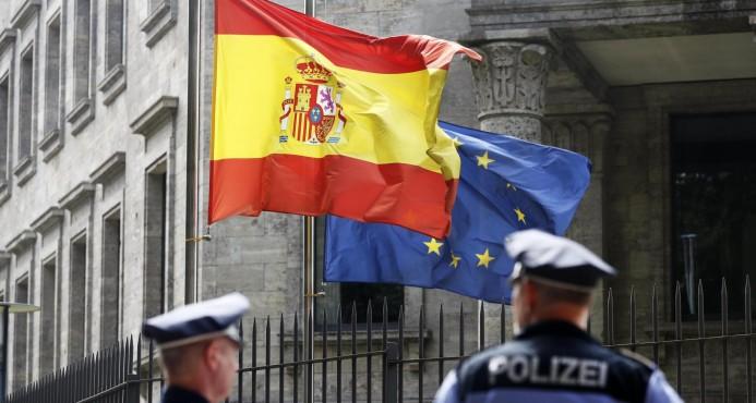Muertes en Barcelona suben a 14, matan cinco terroristas y buscan otro