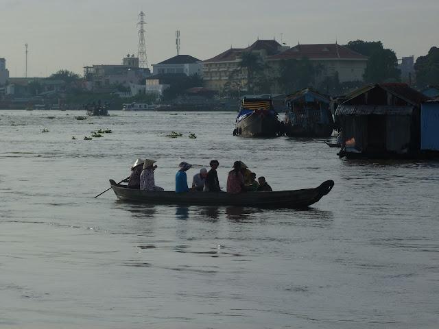 Barcas en el rio Mekong en Chau Doc (Vietnam)