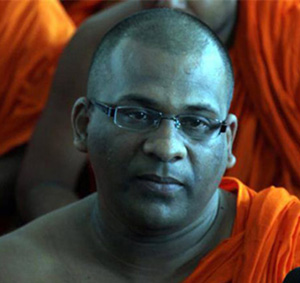 Attempt to arrest ... misfires -- Galagodaaththe Gnanasara Thera in fast opposite Malwatta Vihara this evening